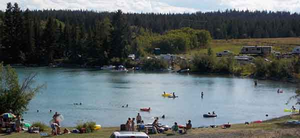 Families enjoying the day at Williams Lake
